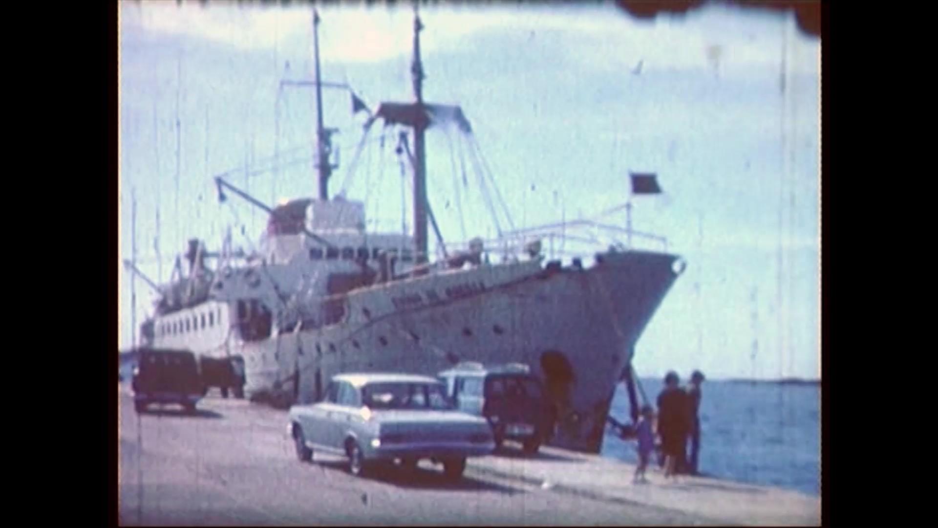 El barco Ciudad de Huesca en el muelle de Los Mármoles (1967)