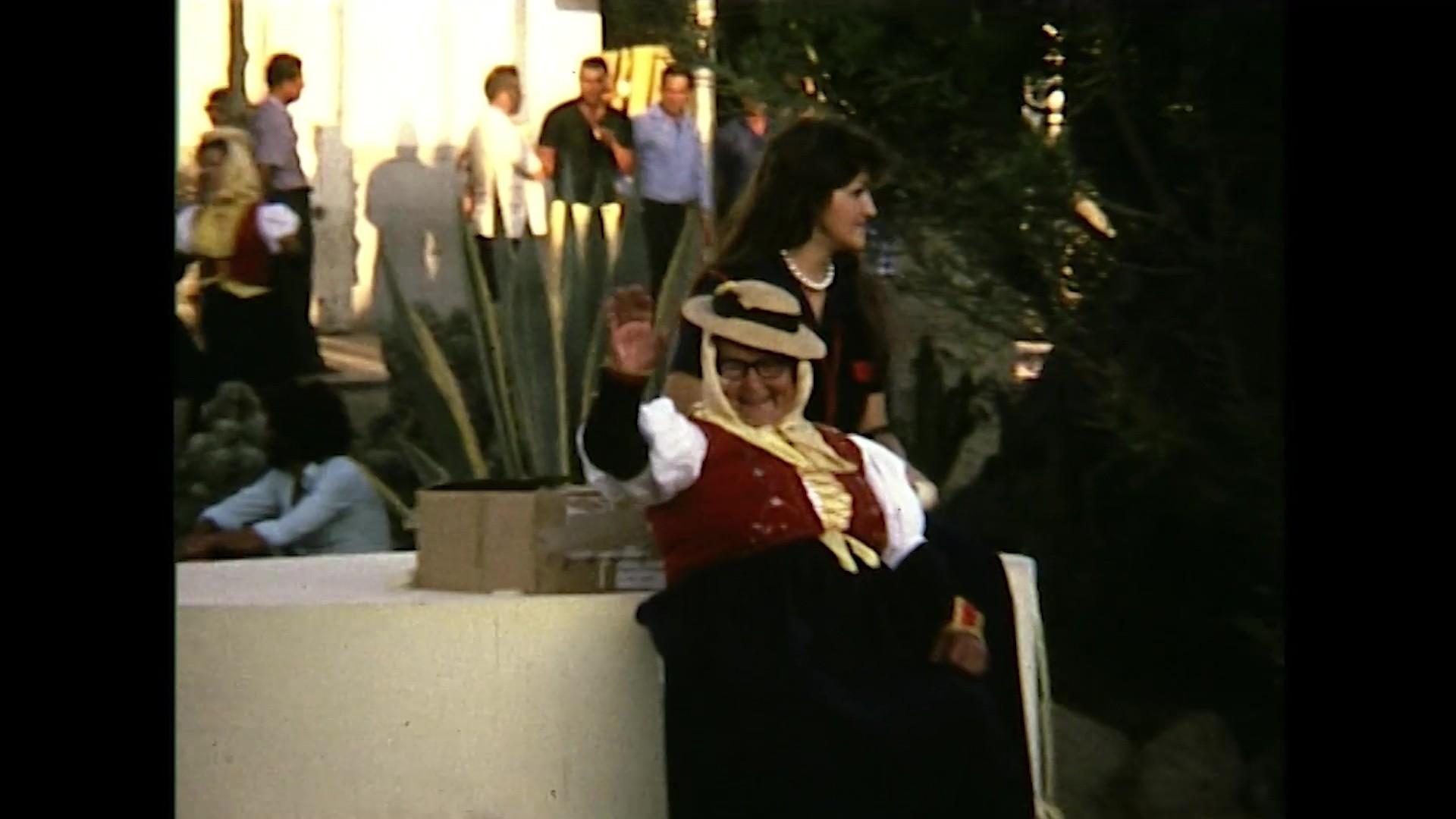 Desfile de grupos folklóricos de Canarias en Arrecife (c. 1975)