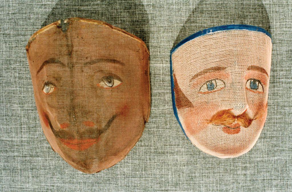 Comparación de máscara de Los Buches con otra hispanoamericana