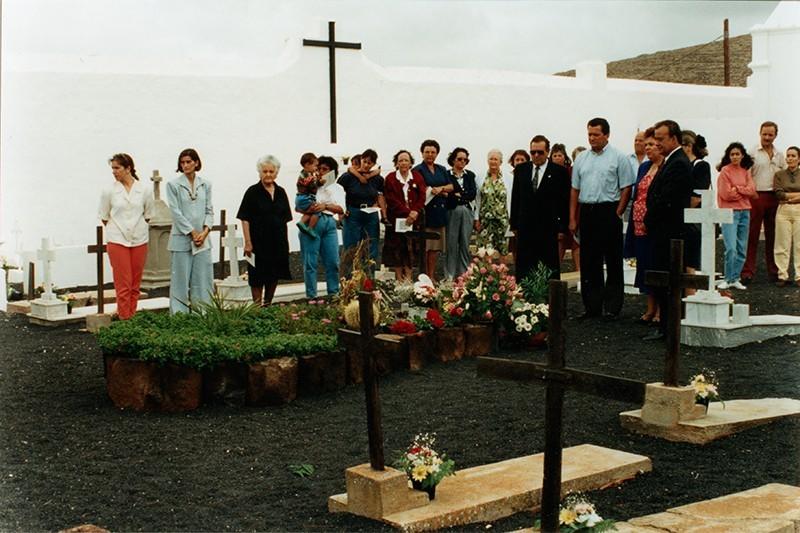 Homenaje a César Manrique en el cementerio de Haría I