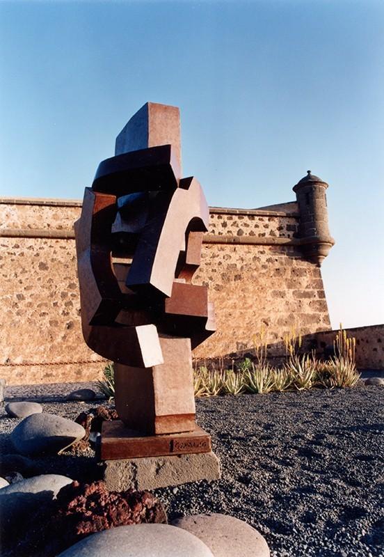 Escultura de Giraldo en el MIAC