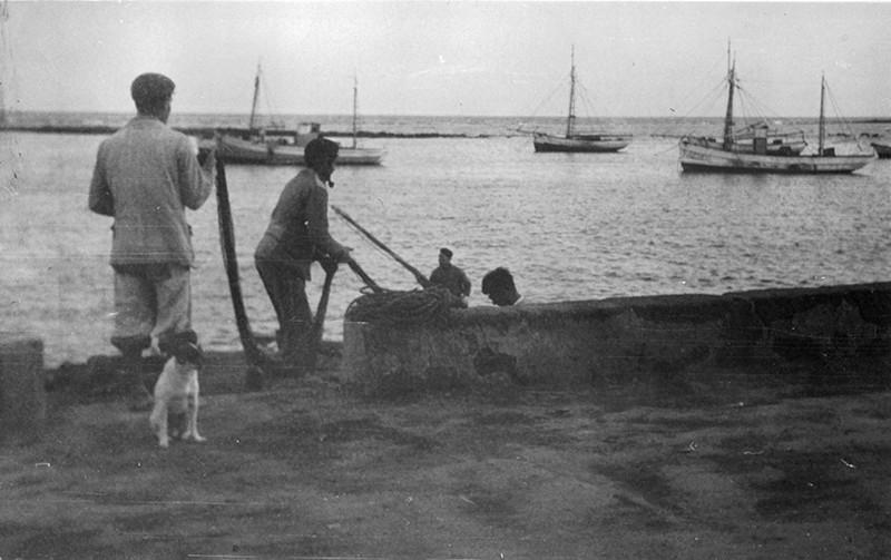 Pescadores recogiendo las redes en Arrecife