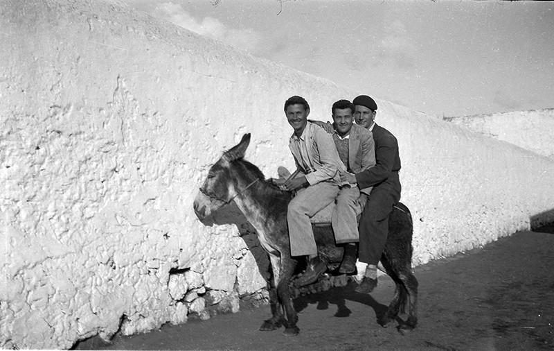 Jóvenes en burro