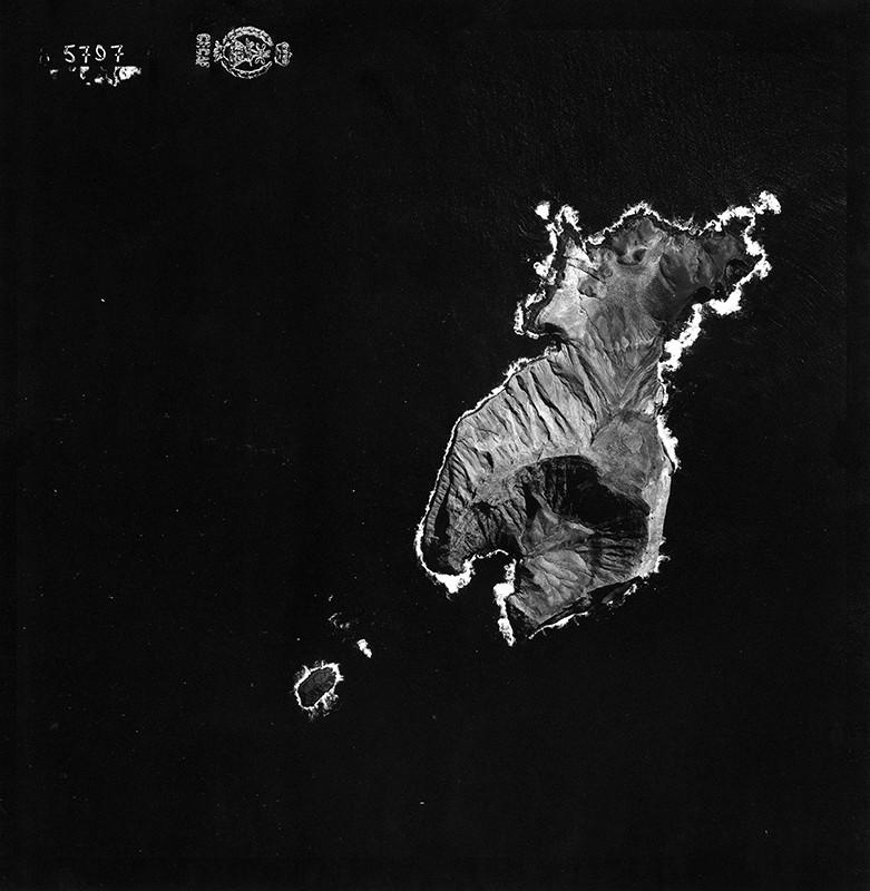 Fotografía aérea de Montaña Clara en 1954