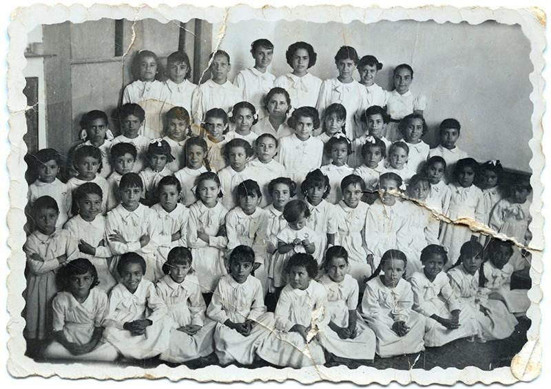 Curso femenino de la escuela de Dolores Bermúdez