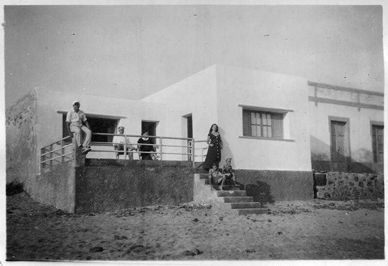Familia Ferrer Bermúdez en la Caleta de Famara