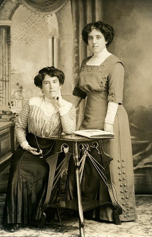 Virginia Topham y Leonor Cabrera