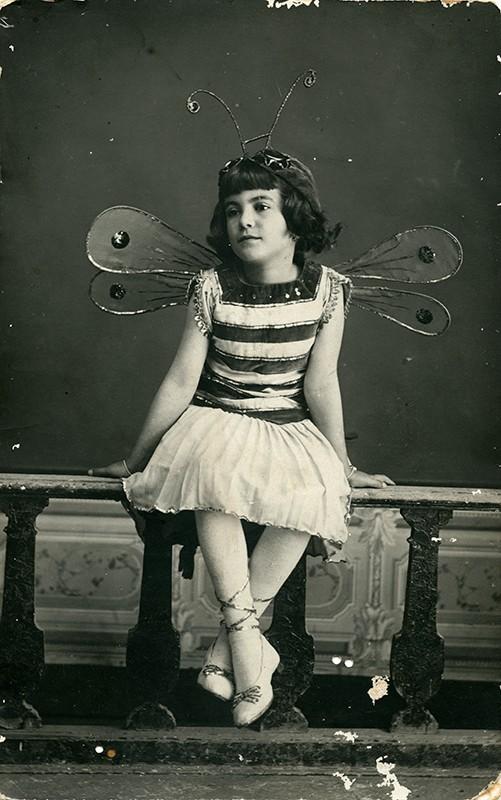 Amelia Voltes con disfraz