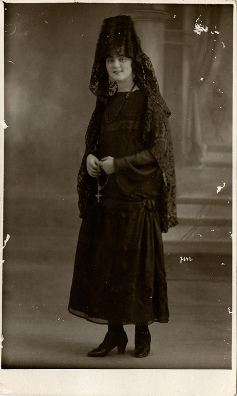 Antonia Cabrera con mantilla negra