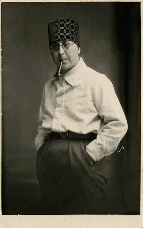 Alfredo Morales Topham con pipa