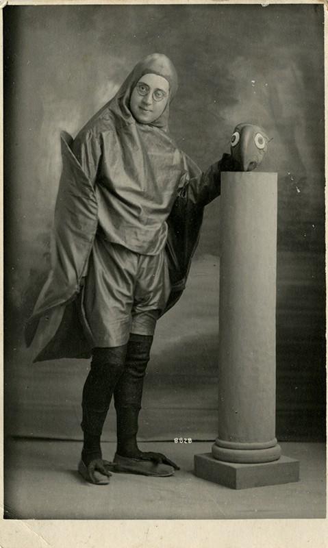 Alfredo Morales Topham con disfraz