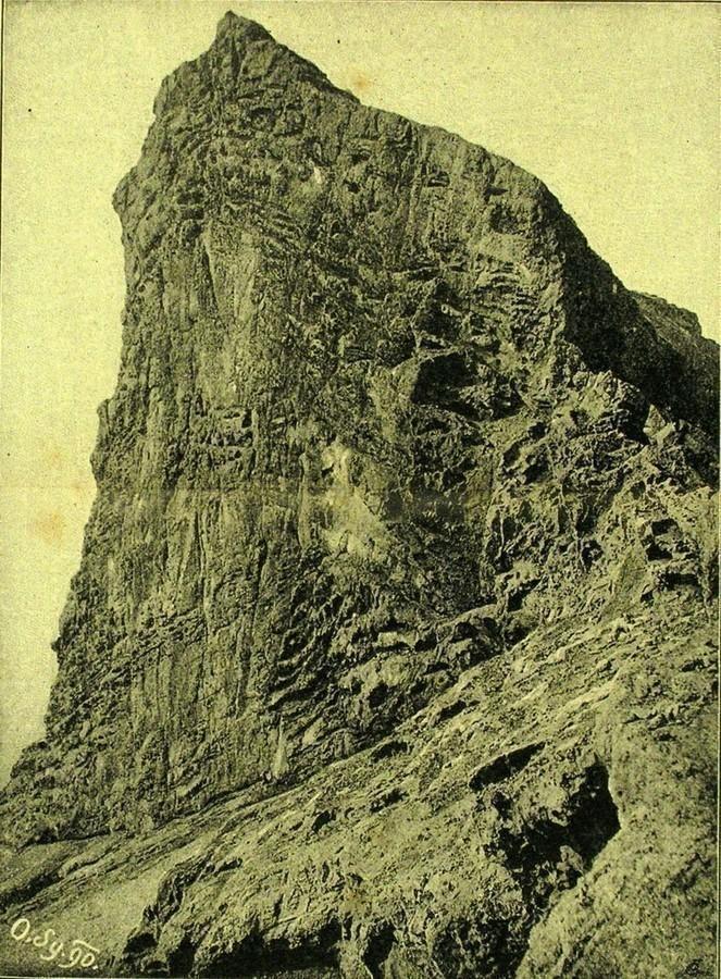 """Roque de la Capilla"""
