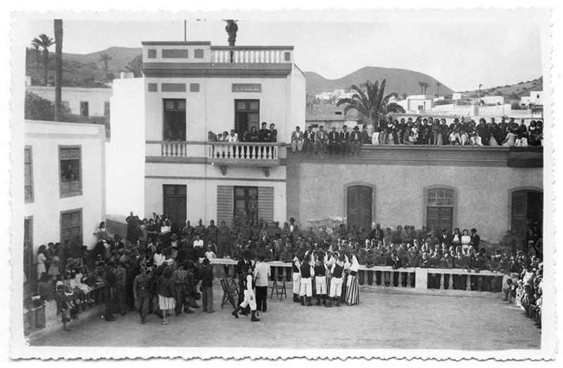 Acto en la plaza Calvo Sotelo de Haría