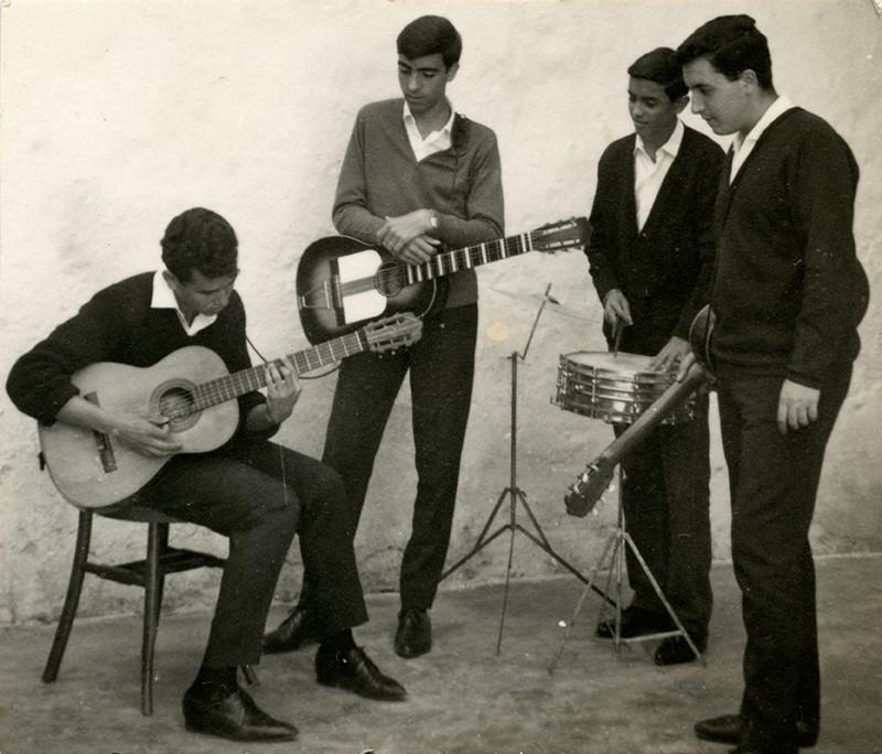 'Los Rebeldes' V