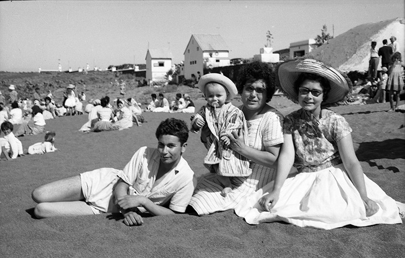 Familia en Playa Bastián