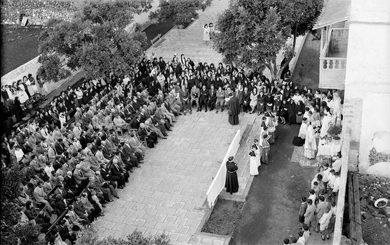Acto religioso en la plaza de Haría I