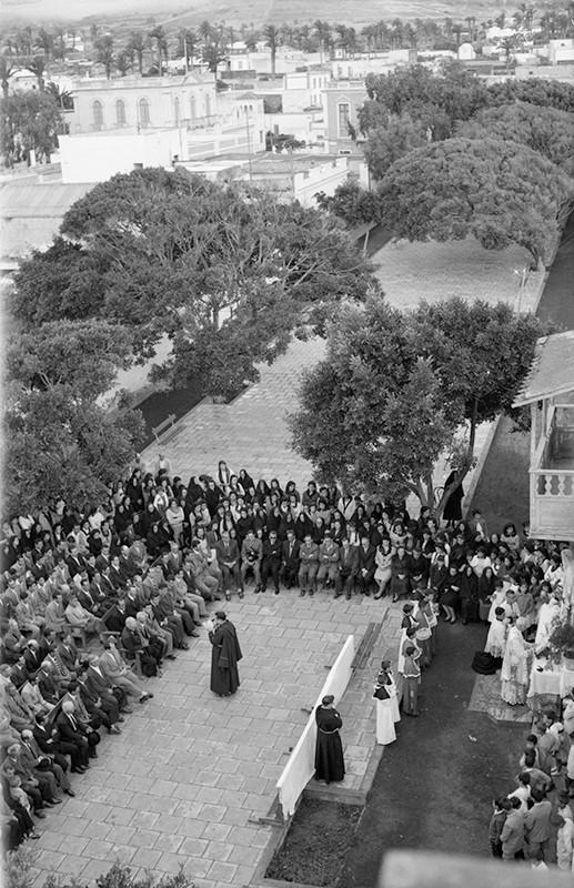 Acto religioso en la plaza de Haría II