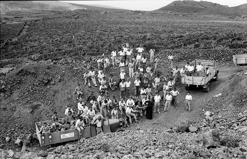 Peonada para recoger piedra para la ermita de Ye I