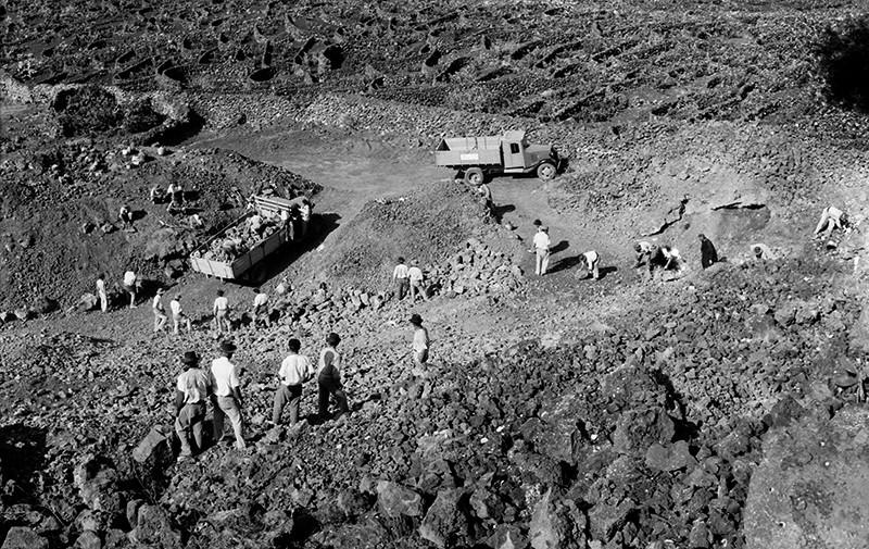 Peonada para recoger piedra para la ermita de Ye II