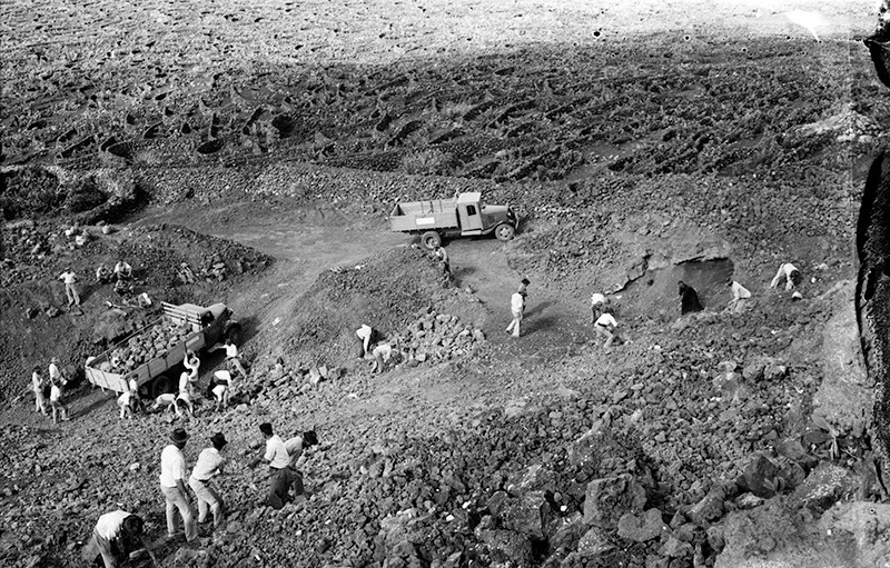 Peonada para recoger piedra para la ermita de Ye III