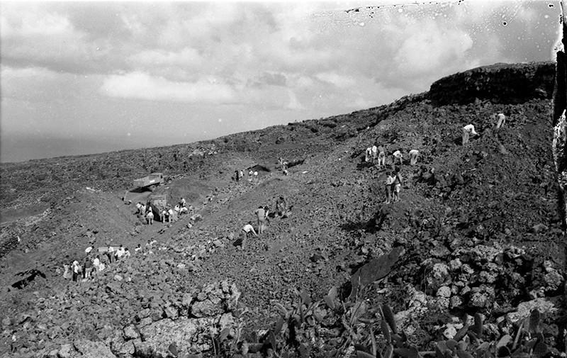 Peonada para recoger piedra para la ermita de Ye IV