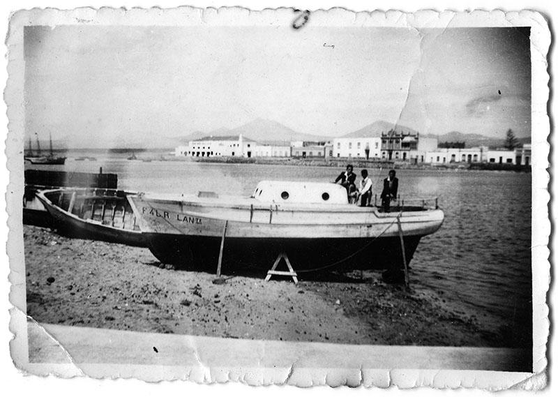 Barco en la playa del Carbón