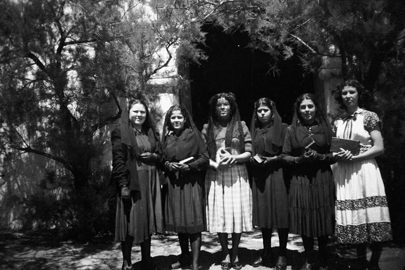 Salida de misa en Máguez