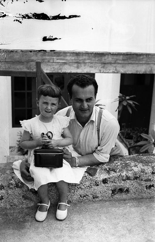 Javier Reyes con una de sus hijas