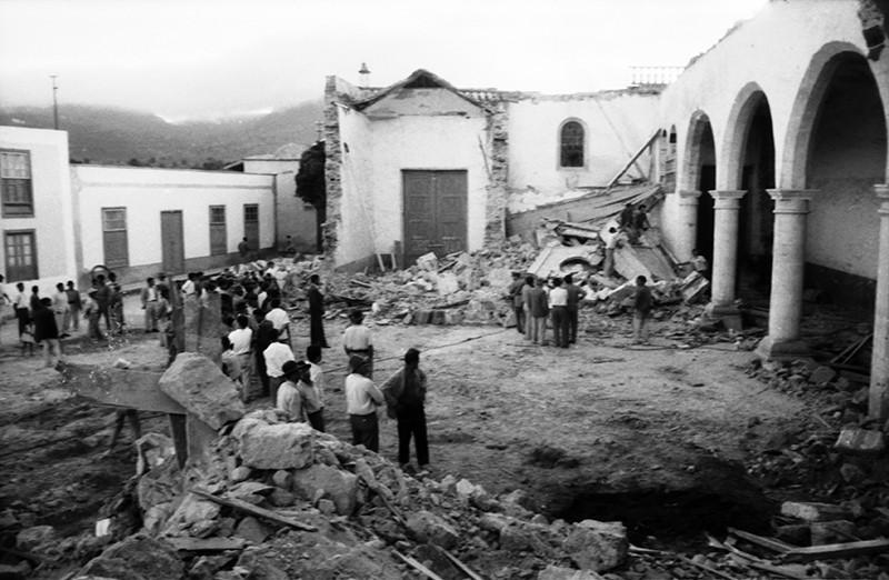 Derribo de la antigua iglesia de Haría VI