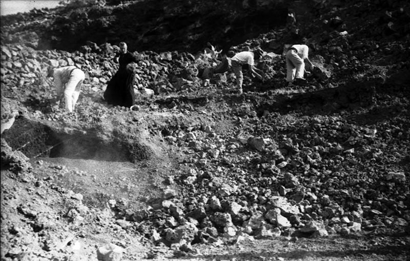 Peonada para recoger piedra para la ermita de Ye V