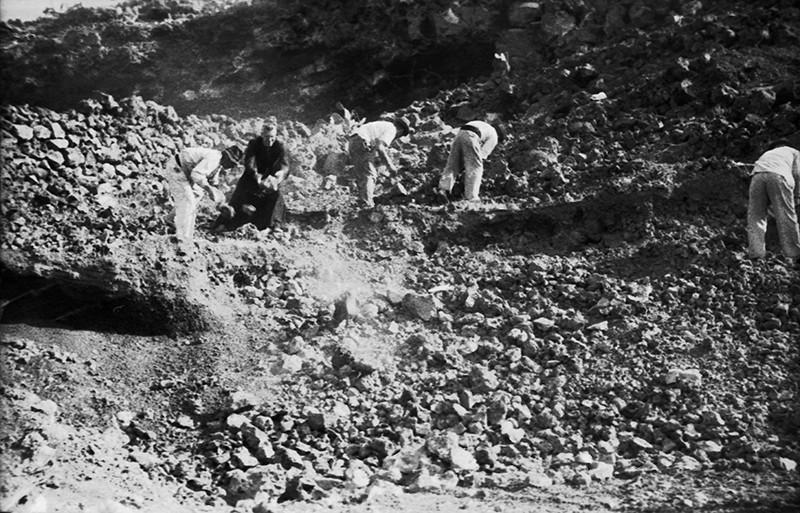 Peonada para recoger piedra para la ermita de Ye VII