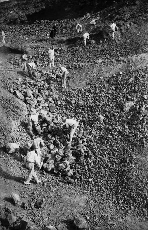 Peonada para recoger piedra para la ermita de Ye VIII