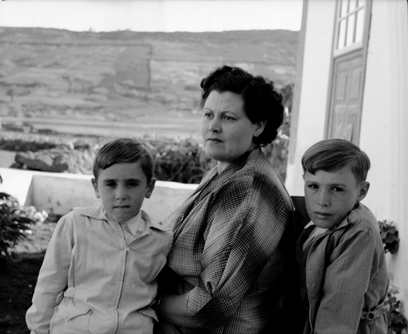 Mujer con niños