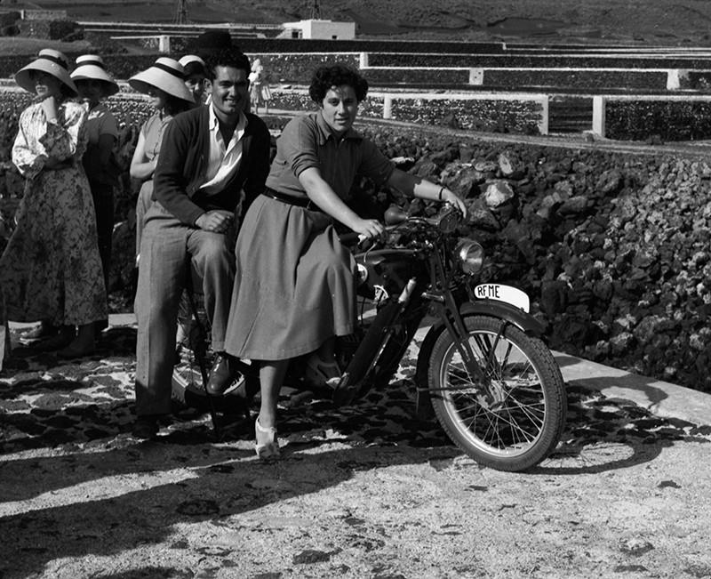 Jóvenes en moto