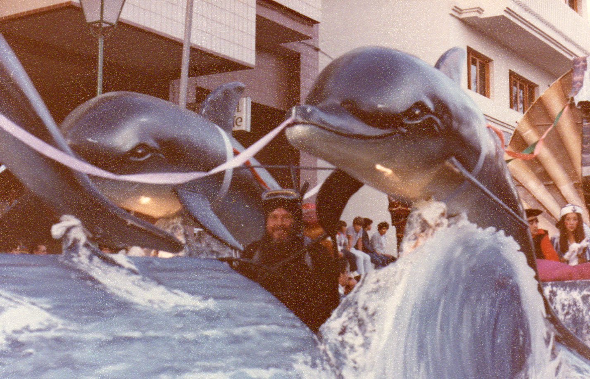 Carroza con delfines II
