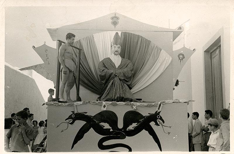 Carroza china en el Carnaval IV