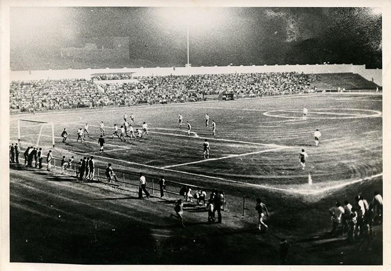 Iluminación del campo de fútbol