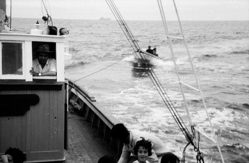 Marineros remolcando un barco I