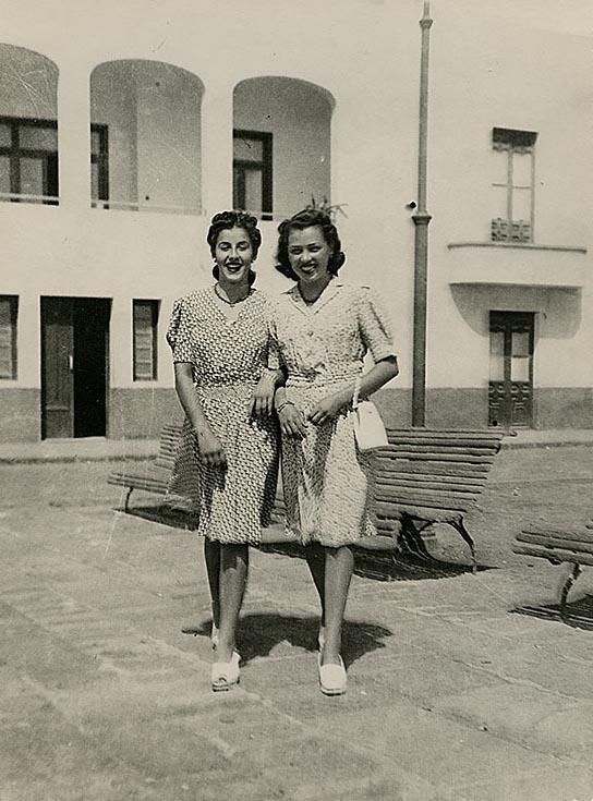 Juana Manrique frente al muelle chico