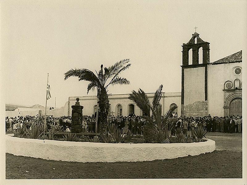 Monumento al doctor Alfonso Spínola II