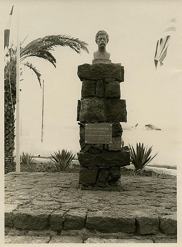 Monumento al doctor Alfonso Spínola III