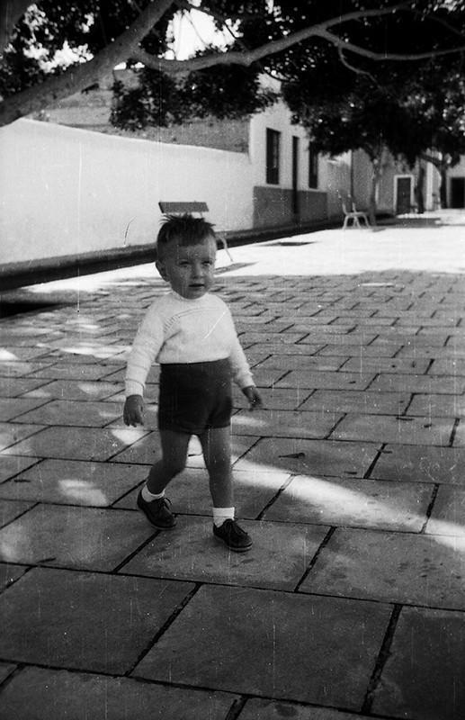 Bebé en  la plaza de Haría