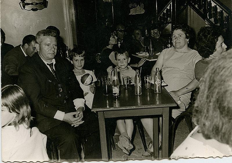 Benito y Paula con sus hijos