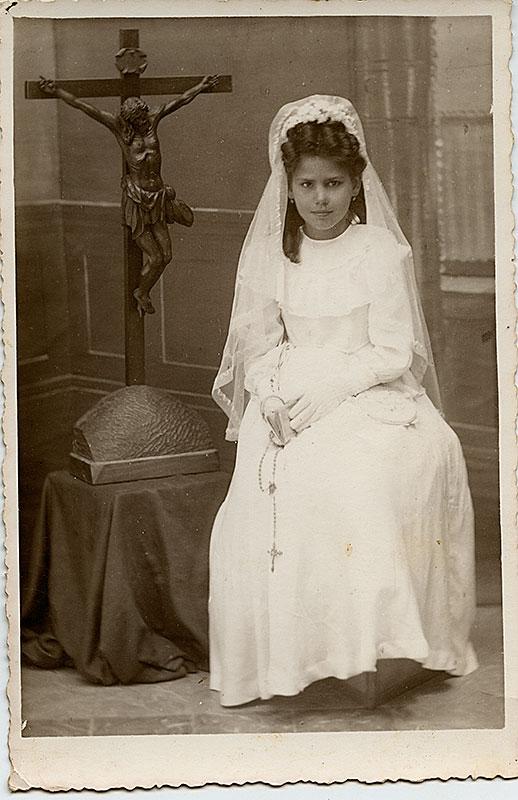 María Cristina en su Primera Comunión