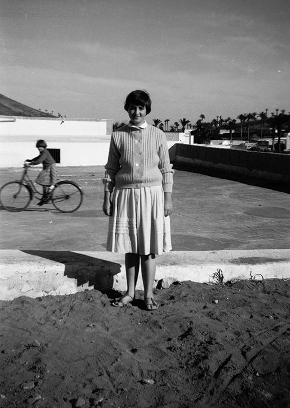 Chica en el campo de Haría II