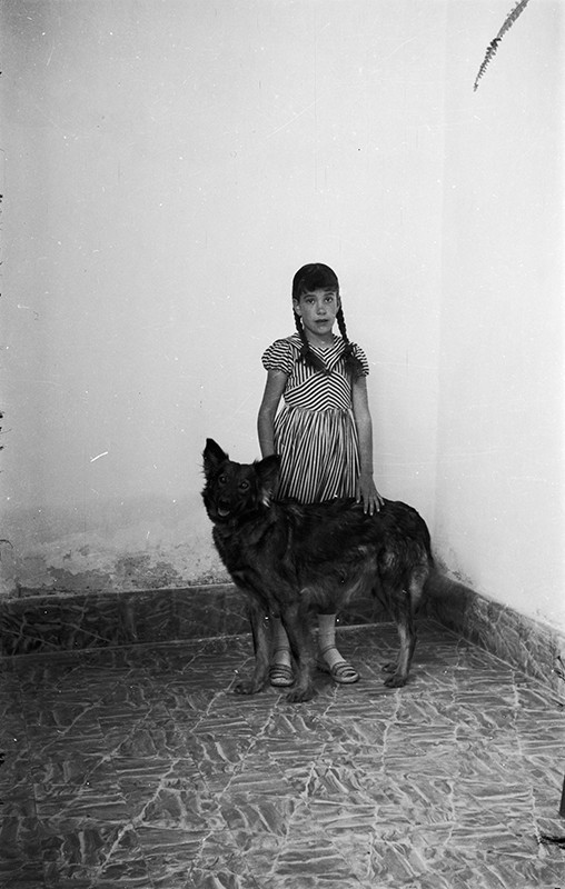 Marinina con su perra 'Diana'