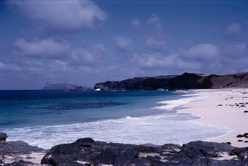 En la playa de Las Conchas III