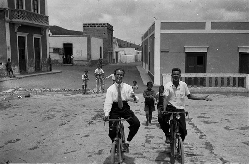 Amigos en bicicleta