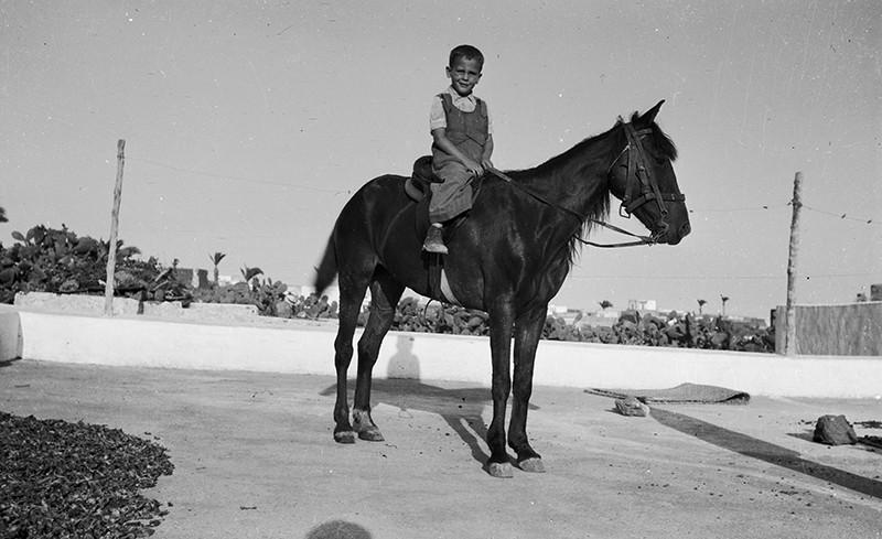 Niño en caballo