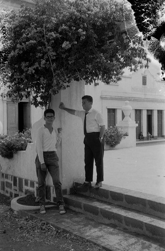 Jóvenes de Haría en la Plaza Calvo Sotelo